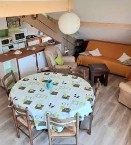 salon - ANCELLE T2 MEZZANINE de 70 m² (8 COUCHAGES) AVEC BALCON AU DERNIER ETAGE  DANS LA RÉSIDENCE FLEURS DES ALPES – LES TAILLAS
