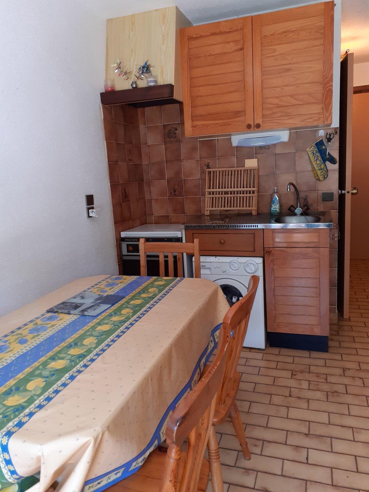 cuisine 2 - STUDIO DE 25 m² AVEC MEZZANINE DE 9 m² (6 COUCHAGES) AU CHATEAU D'ANCELLE