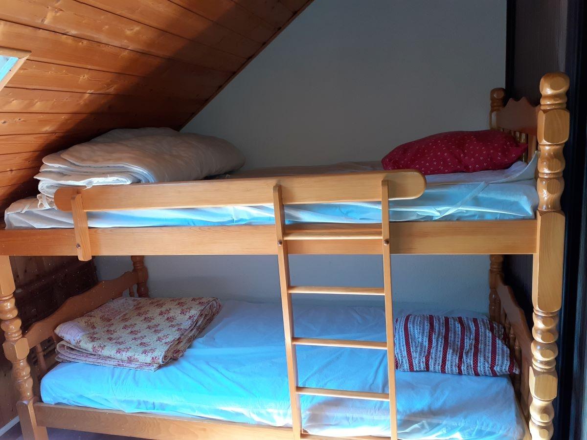 lit chambre 2 - STUDIO DE 25 m² AVEC MEZZANINE DE 9 m² (6 COUCHAGES) AU CHATEAU D'ANCELLE