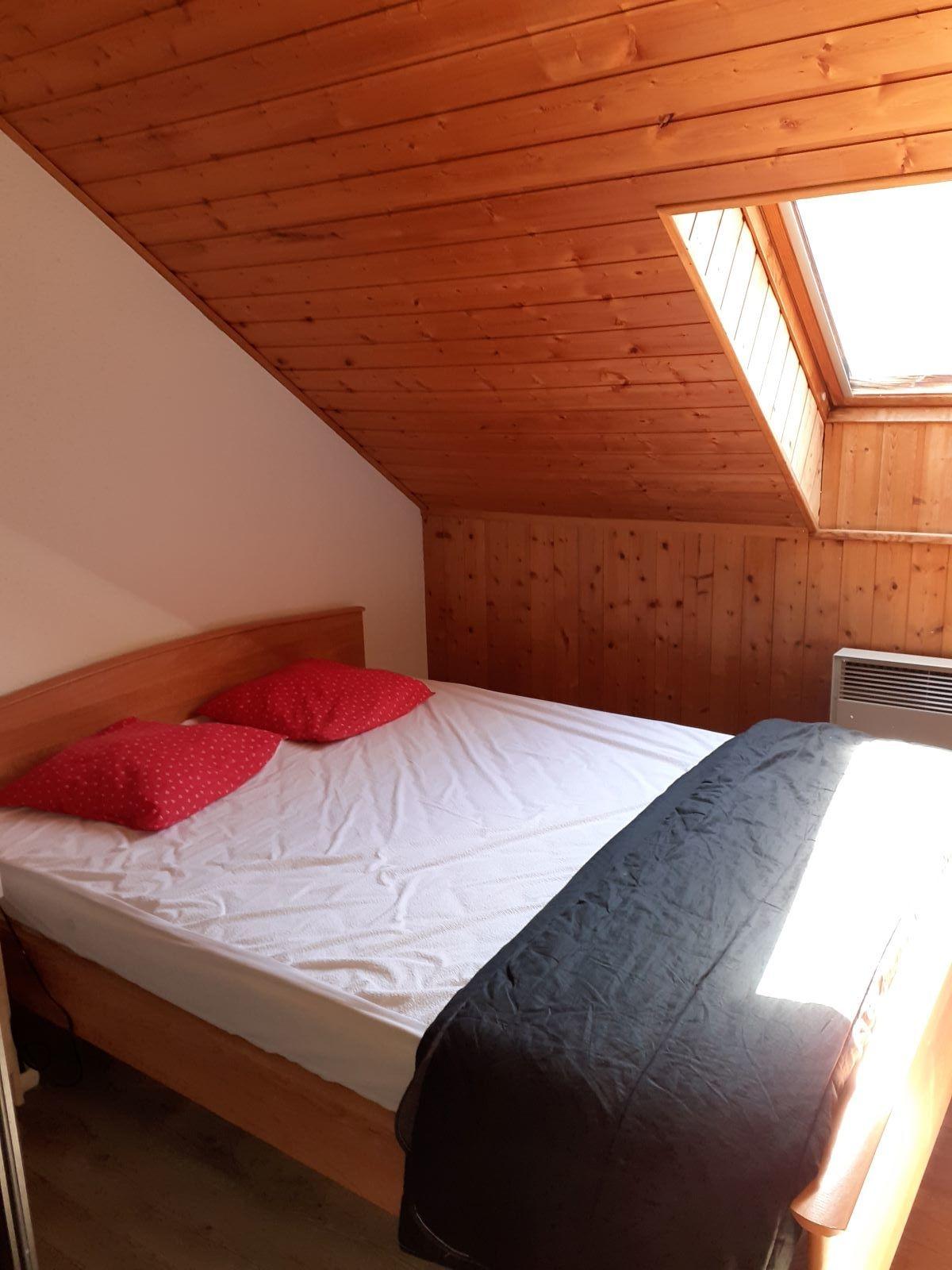 lit chambre - STUDIO DE 25 m² AVEC MEZZANINE DE 9 m² (6 COUCHAGES) AU CHATEAU D'ANCELLE