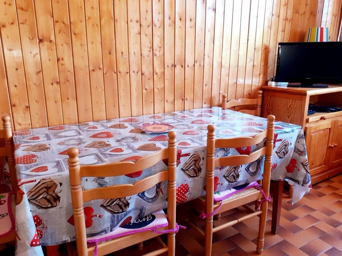 table 1 - SAINT-LEGER-LES-MELEZES STUDIO DE 30 m² (6 COUCHAGES) AU PIED DES PISTES