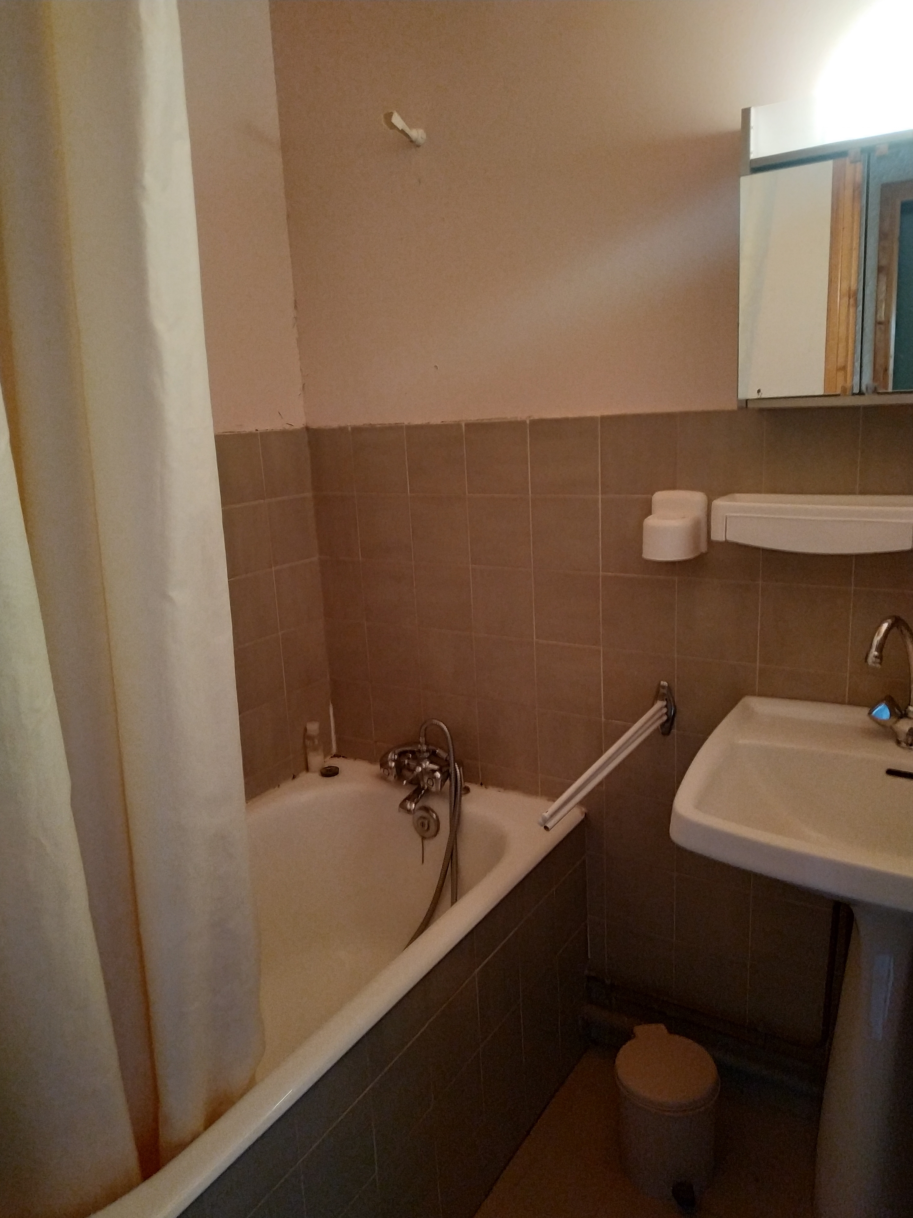 appart 9467 1598452506 - SAINT-LEGER-LES-MELEZES T2 DE 70 m²(7 COUCHAGES)